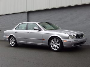 Jaguar XJ8 4.2L 2004 (Super Sedan & Great Looking Car)