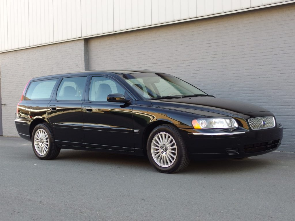 Volvo V70 2.4L 2004 (One Owner & Japan Import)