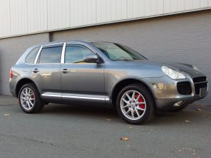 Porsche Cayenne Turbo 2004 (Very Nice Condition & Great Color Combination)