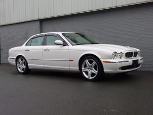 Jaguar XJ8 3.5L 2005 (Beautiful Condition & Low Mileage)