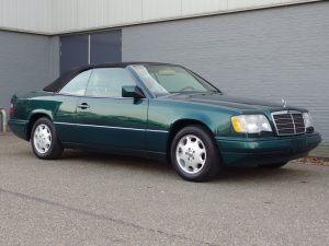 Mercedes CE320 Convertible 1995 (Presentable Car & Rare Color Combination)