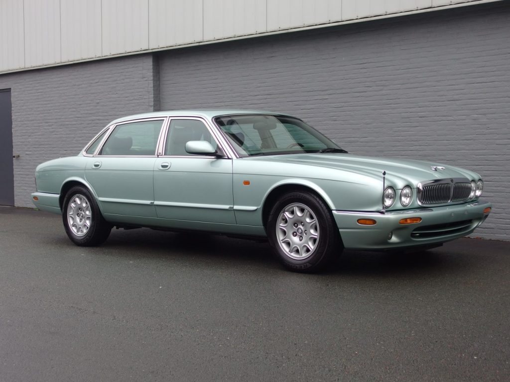 Jaguar XJ Sovereign 1998 (V8 model & Very Presentable)