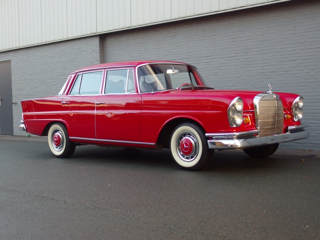 Mercedes 230 S 1965 ( Unique Color Combination & Perfect Runner )