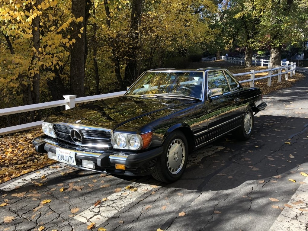 Mercedes 560 SL 1986 (Well Documented & Nice looking Car)