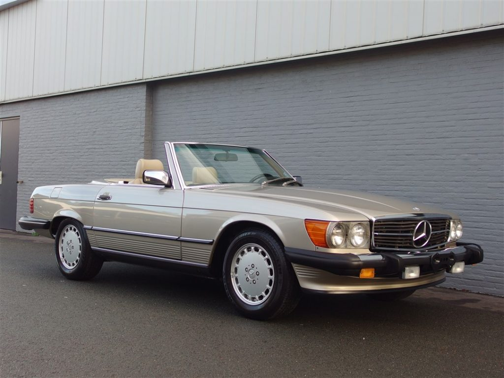 Mercedes 560 SL 1989 (Smoke Silver & Low Mileage)