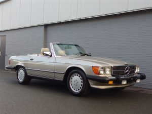 Mercedes 560sl 1989 (Smoke Silver & Low Mileage)