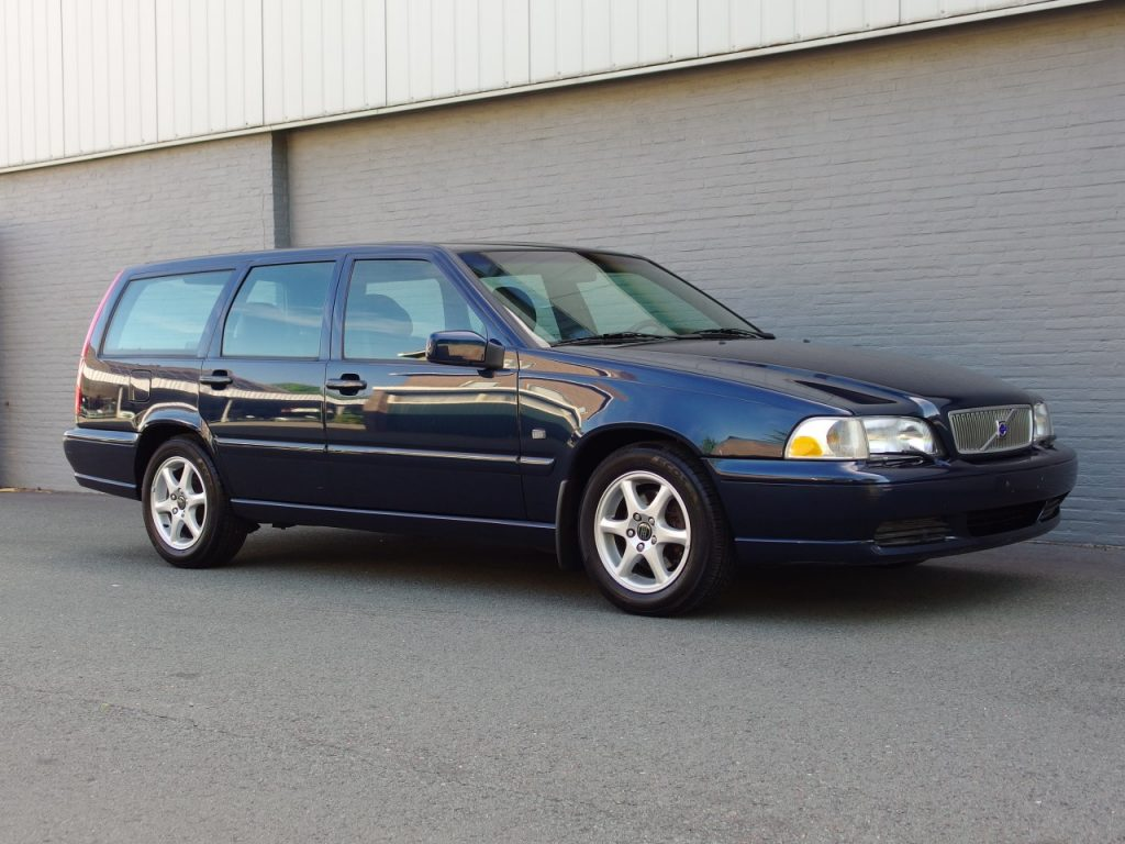 Volvo V70 2000 (Low Mileage & Beautiful Condition)