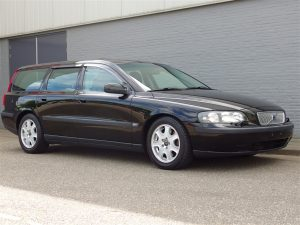 Volvo V70 2.4L 2002 (Great Driver & Full Options)