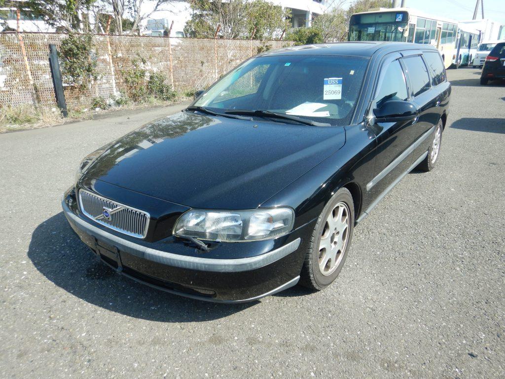 Volvo V70 2.4L 2002 (Great Driver & Full Options)