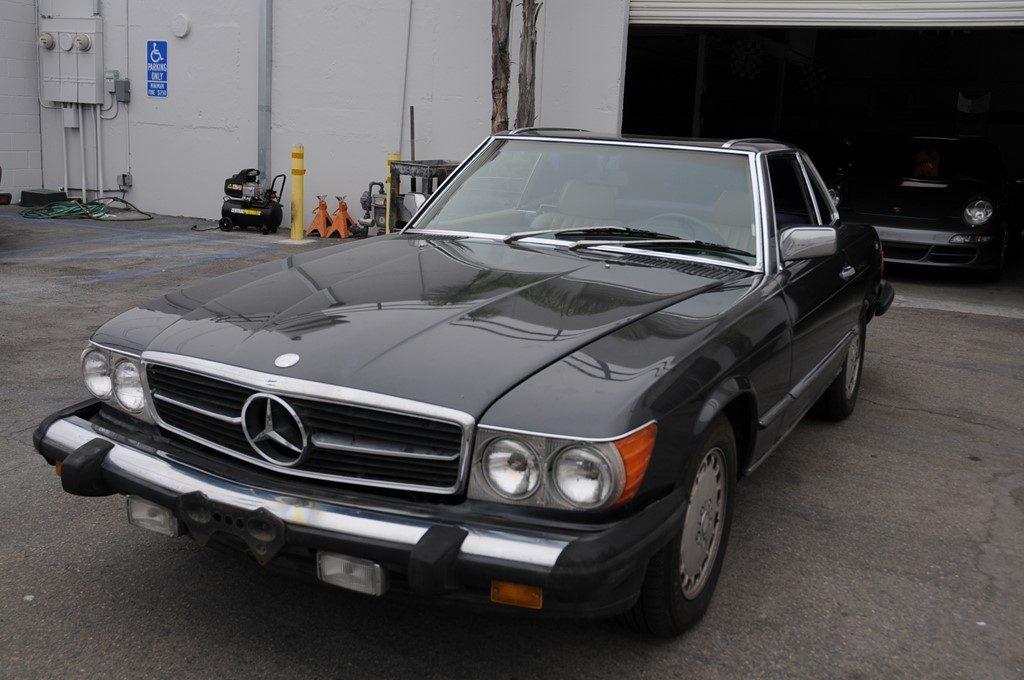 Mercedes 560 SL 1986 (Popular Color Combination & Straight Body)