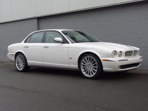 Jaguar XJR 4.2L 2006 (Fast Cruiser & Unique Interior)