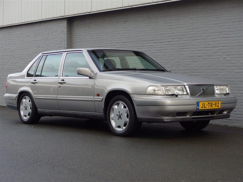 Volvo 960 Sedan 1994 (3.0L 6 Cylinder & Rear Wheel Drive)