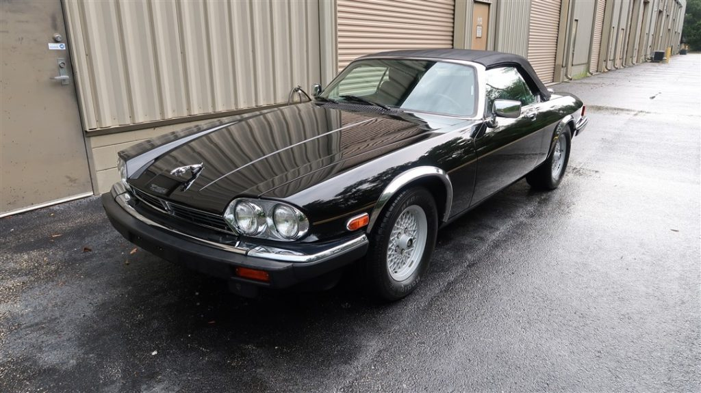 Jaguar XJS Convertible 1990 (Black on Black & Vintage Beach Cruiser)