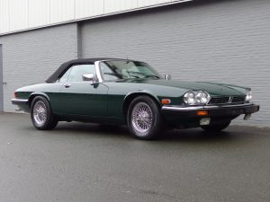 Jaguar XJS Convertible 1989 (Traditional Racing Green & Elegant Driver)