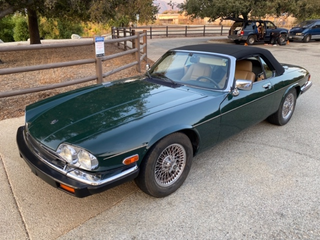 Jaguar XJS Convertible 1989 (Traditional Racing Green & Elegant Driver)