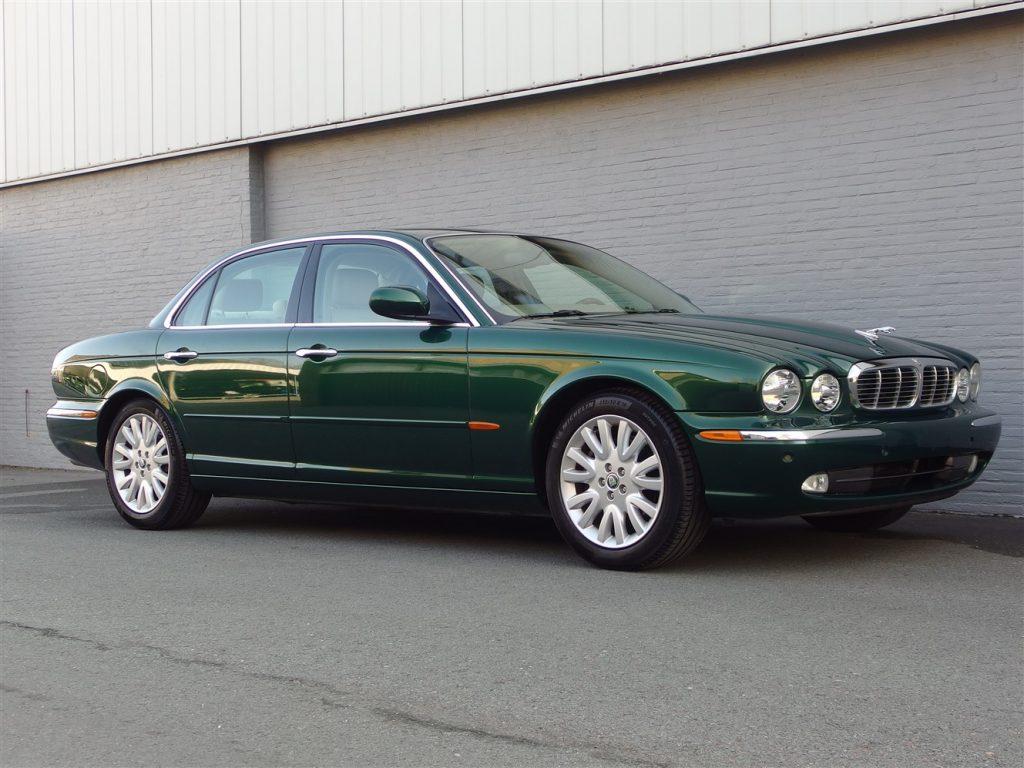 Jaguar XJ8 3.5L V8 2003 (Elegant Driver & Beloved Color Combination)