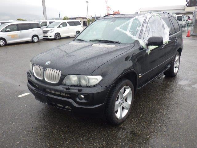 BMW X5 4.4L 2004 (Desirable V8 Model & Black on Black)
