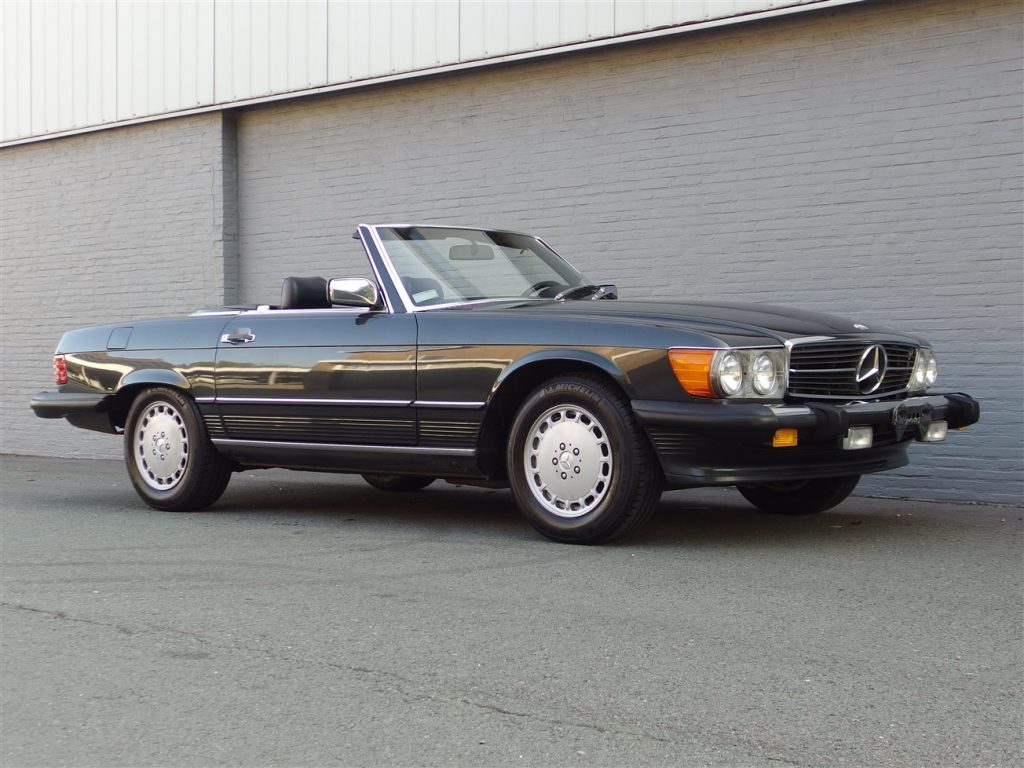 Mercedes 560 SL 1988 (Fantastic Driver & Beloved Color Combination)