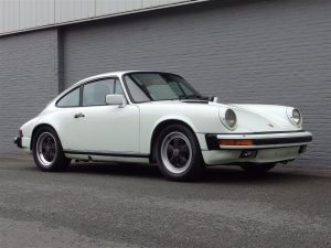 Porsche 911 Carrera Coupe 1985 (Original Condition & Classic Color Combination)